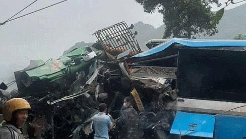 Hòa Bình: Xe khách va chạm xe tải, 3 người tử vong tại chỗ