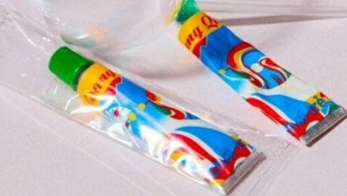 3 học sinh lớp 5 ngộ độc do thổi keo bong bóng: Chuyên gia cảnh báo keo thổi bong bóng không rõ nguồn gốc là thứ vô cùng độc hại