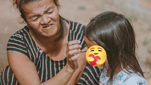 Câu chuyện cảm động về người mẹ bị thiểu năng nuôi con 1 mình