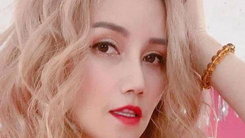Nữ diễn viên 4 đời chồng công khai hẹn hò tình trẻ kém 14 tuổi, đáp trả thẳng thừng khi bị dân tình phản ứng