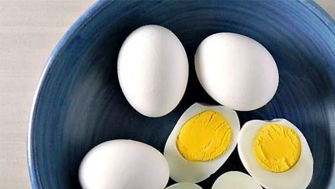 Người Việt cần từ bỏ thói quen ăn trứng luộc như thế này kẻo gây ngộ độc hoặc khiến món ăn mất sạch dinh dưỡng