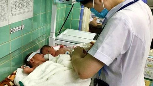 Hy hữu: Hai sản phụ ở Quảng Bình cùng lúc sinh 3 hiếm gặp