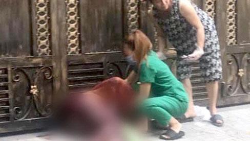 TP.HCM: Cô gái 21 tuổi kêu cứu thảm thiết rồi gục ngã ngoài đường, 1 thanh niên tử vong trong phòng trọ