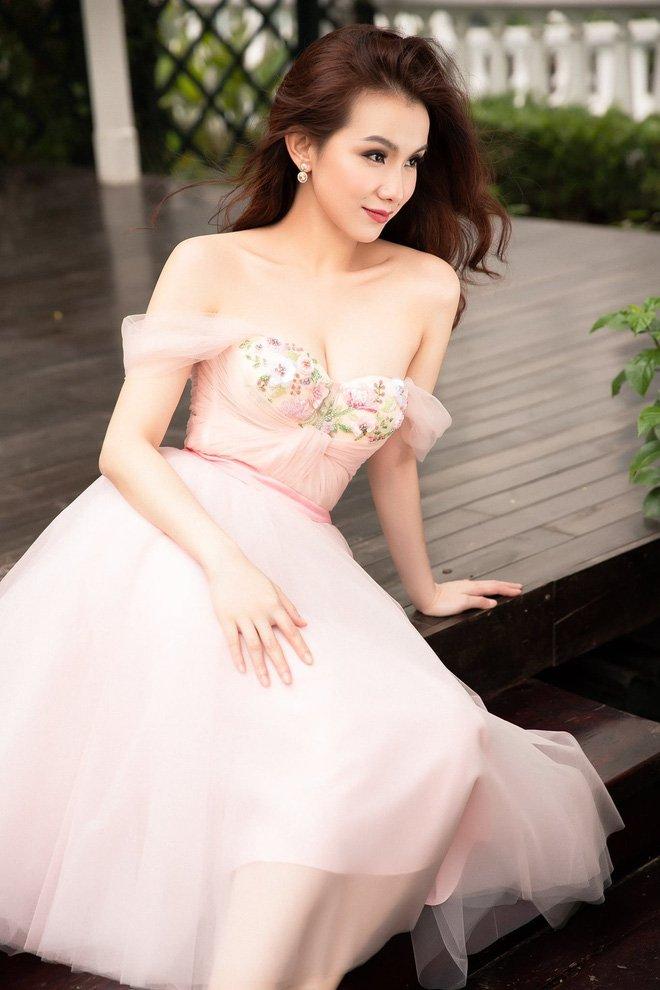 Hoa hậu Hoàn vũ Việt Nam đầu tiên, lấy chồng tiến sĩ giờ ra sao?-8