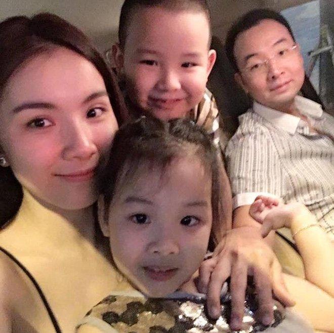 Hoa hậu Hoàn vũ Việt Nam đầu tiên, lấy chồng tiến sĩ giờ ra sao?-5