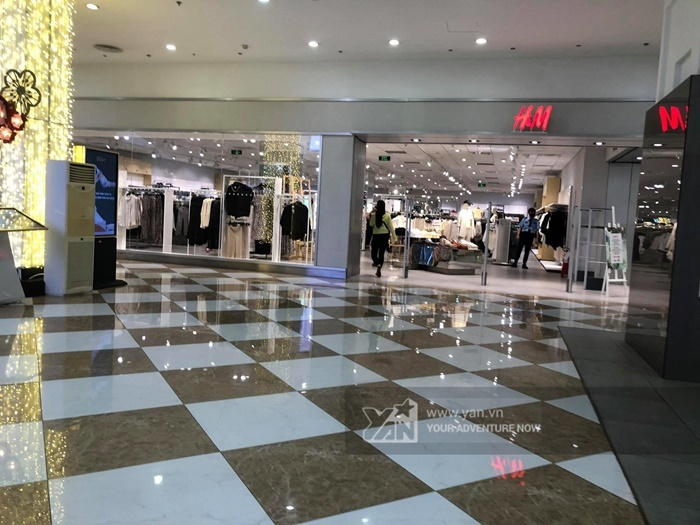 Hà Nội: H&M thưa khách dịp cuối tuần sau sự cố truyền thông-1