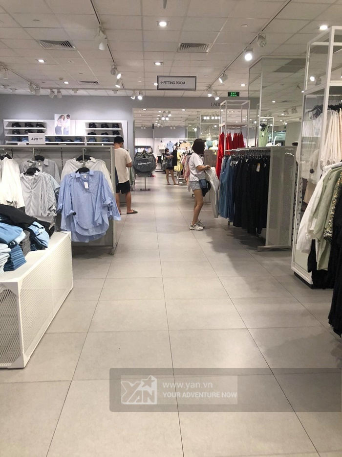 Hà Nội: H&M thưa khách dịp cuối tuần sau sự cố truyền thông-2