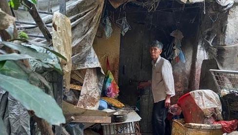 Cận cảnh căn nhà cấp bốn bị rác bủa vây của nữ lao công bị sát hại thương tâm