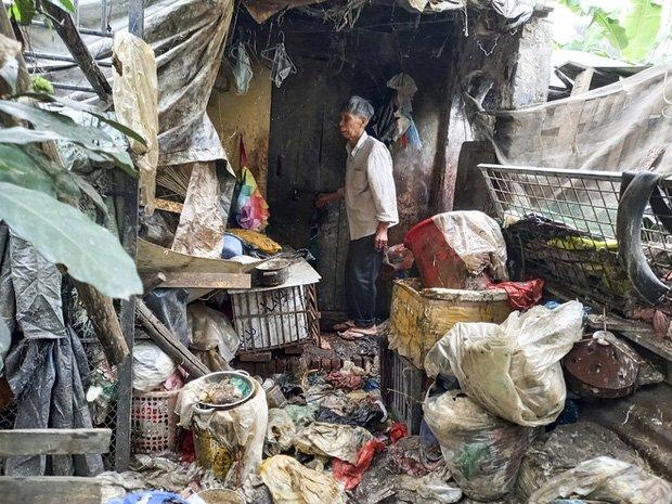 Cận cảnh căn nhà cấp bốn bị rác bủa vây của nữ lao công bị sát hại thương tâm-10