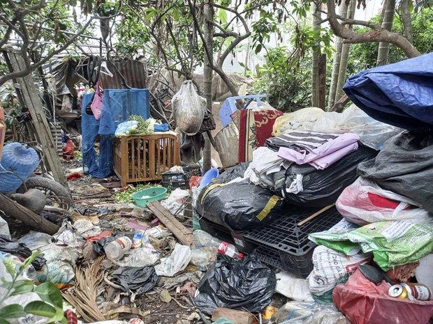 Cận cảnh căn nhà cấp bốn bị rác bủa vây của nữ lao công bị sát hại thương tâm-11