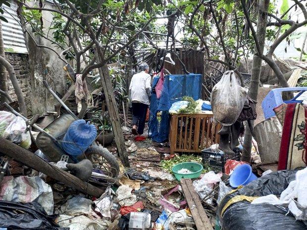 Cận cảnh căn nhà cấp bốn bị rác bủa vây của nữ lao công bị sát hại thương tâm-12