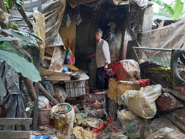 Cận cảnh căn nhà cấp bốn bị rác bủa vây của nữ lao công bị sát hại thương tâm-3