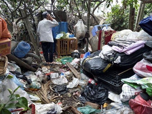 Cận cảnh căn nhà cấp bốn bị rác bủa vây của nữ lao công bị sát hại thương tâm-5