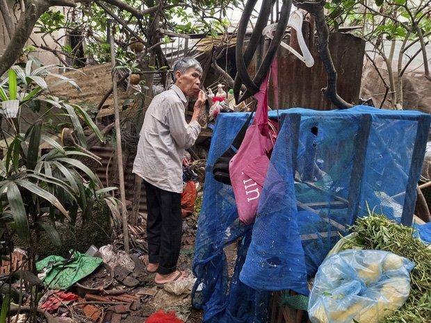 Cận cảnh căn nhà cấp bốn bị rác bủa vây của nữ lao công bị sát hại thương tâm-7