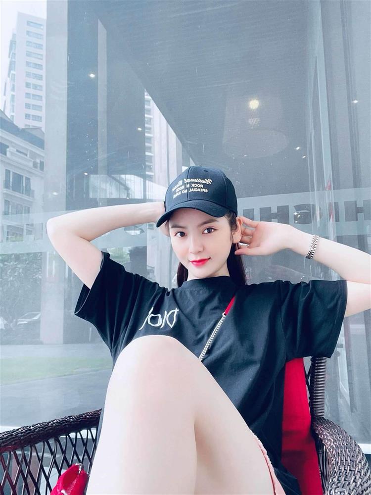 Lộ clip Quang Hải và bạn gái mới thân mật hẹn hò, đầu tựa đầu vô cùng vui vẻ-4