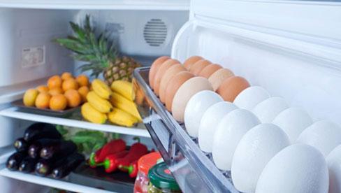 Đặt trứng ở cánh cửa tủ lạnh là sai lầm kinh điển khiến cho trứng nhanh hỏng, mất sạch chất dinh dưỡng