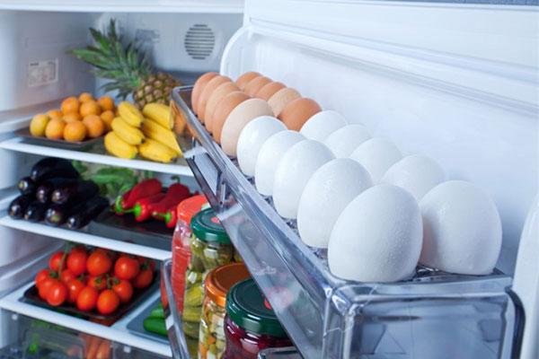 Đặt trứng ở cánh cửa tủ lạnh là sai lầm kinh điển khiến cho trứng nhanh hỏng, mất sạch chất dinh dưỡng-1
