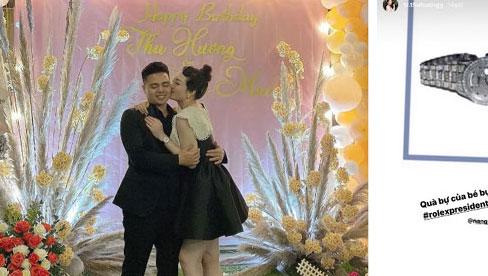 Cô dâu 200 cây vàng ở Nam Định khoe được chồng tặng chiếc đồng hồ thương hiệu