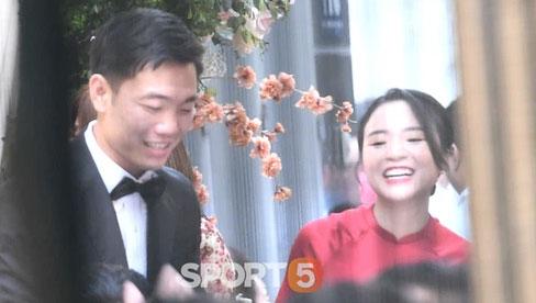 Hình ảnh đắt nhất lễ ăn hỏi Xuân Trường sáng nay: Cô dâu cười tươi roi rói nắm tay chú rể hạnh phúc quá!