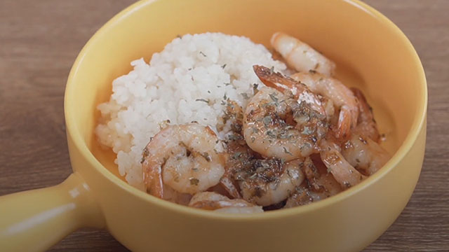Đổi vị với món cơm chiên bơ tỏi kiểu Hàn
