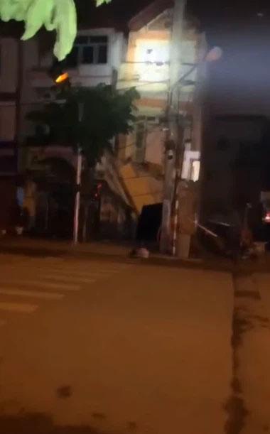 Clip: Kinh hoàng khoảnh khắc ngôi nhà 3 tầng đổ sập trong đêm ở Lào Cai-1