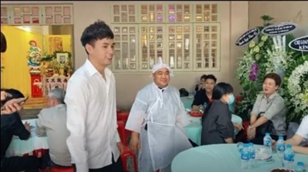 Hồ Quang Hiếu gây tranh cãi vì cười tươi trong đám tang ba Hiếu Hiền-3