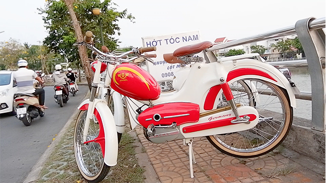 Chuyện lạ về 'bác sĩ' chuyên phục chế xe máy cổ suốt 20 năm ở Cần Thơ