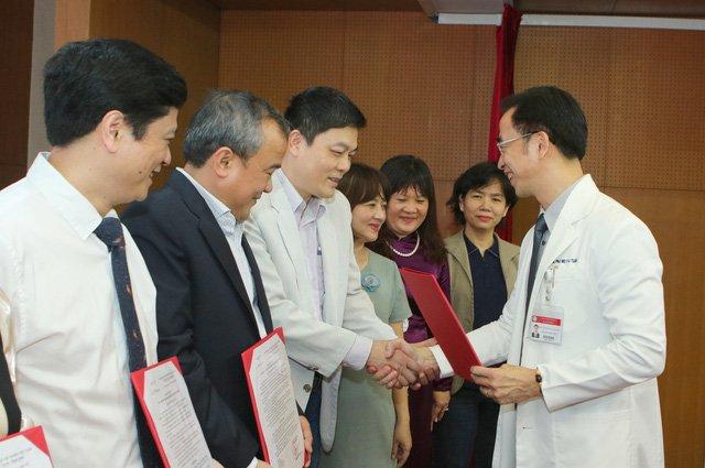 Giám đốc Bệnh viện Bạch Mai: Việc nhiều bác sĩ chuyển công tác là hết sức tự nhiên-1