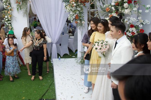 Đám cưới Phan Mạnh Quỳnh tại Nghệ An: Cô dâu đeo vàng siêu nhiều và tình tứ bên chú rể gây sốt, tiệc cưới khủng náo loạn cả làng quê!-2