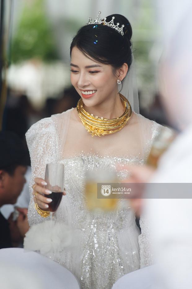 Đám cưới Phan Mạnh Quỳnh tại Nghệ An: Cô dâu đeo vàng siêu nhiều và tình tứ bên chú rể gây sốt, tiệc cưới khủng náo loạn cả làng quê!-3