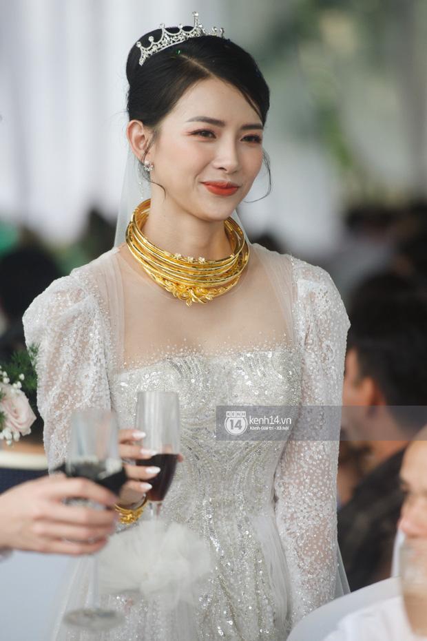 Đám cưới Phan Mạnh Quỳnh tại Nghệ An: Cô dâu đeo vàng siêu nhiều và tình tứ bên chú rể gây sốt, tiệc cưới khủng náo loạn cả làng quê!-4