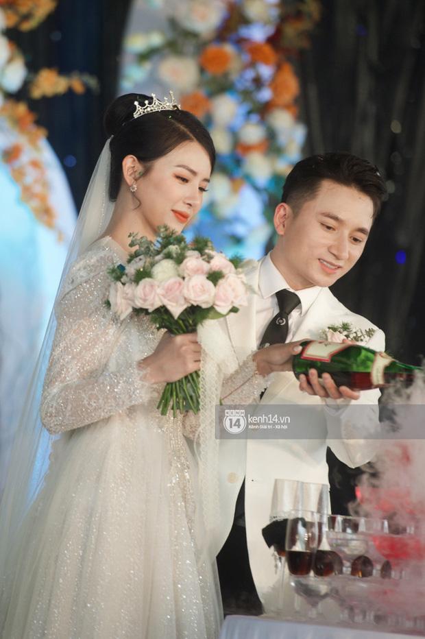 Đám cưới Phan Mạnh Quỳnh tại Nghệ An: Cô dâu đeo vàng siêu nhiều và tình tứ bên chú rể gây sốt, tiệc cưới khủng náo loạn cả làng quê!-7