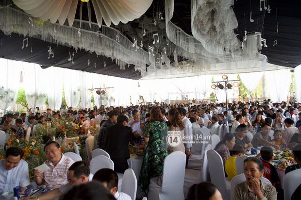 Đám cưới Phan Mạnh Quỳnh tại Nghệ An: Cô dâu đeo vàng siêu nhiều và tình tứ bên chú rể gây sốt, tiệc cưới khủng náo loạn cả làng quê!-9