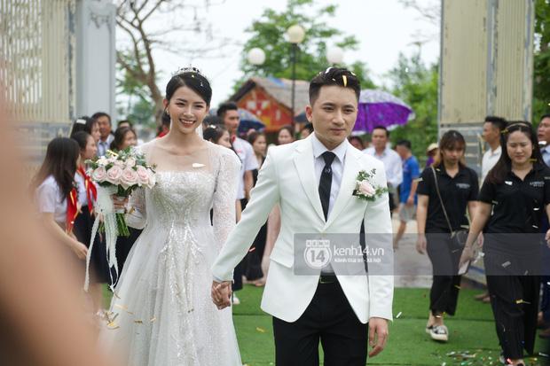 Đám cưới Phan Mạnh Quỳnh tại Nghệ An: Cô dâu đeo vàng siêu nhiều và tình tứ bên chú rể gây sốt, tiệc cưới khủng náo loạn cả làng quê!-12