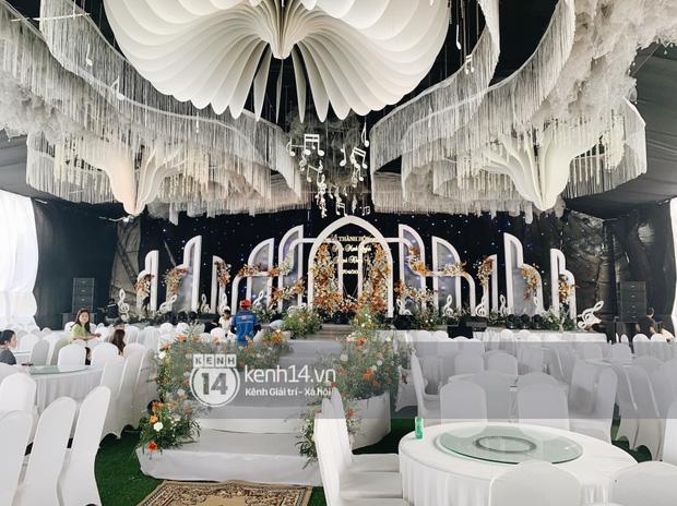 Đám cưới Phan Mạnh Quỳnh tại Nghệ An: Cô dâu đeo vàng siêu nhiều và tình tứ bên chú rể gây sốt, tiệc cưới khủng náo loạn cả làng quê!-20