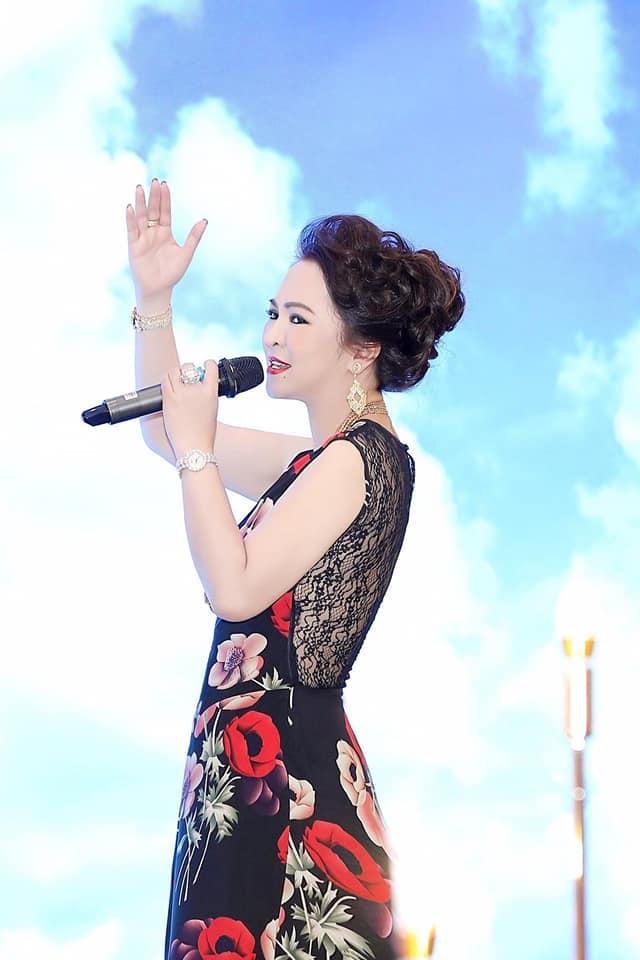 Nhan sắc nữ đại gia đáp trả Trang Trần em có chửi chị 1000 lần chị vẫn xinh đẹp, ở trong lòng công chúng-4