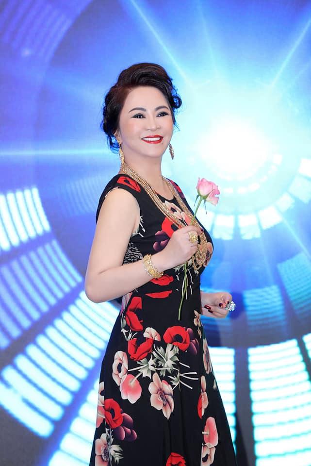 Nhan sắc nữ đại gia đáp trả Trang Trần em có chửi chị 1000 lần chị vẫn xinh đẹp, ở trong lòng công chúng-6