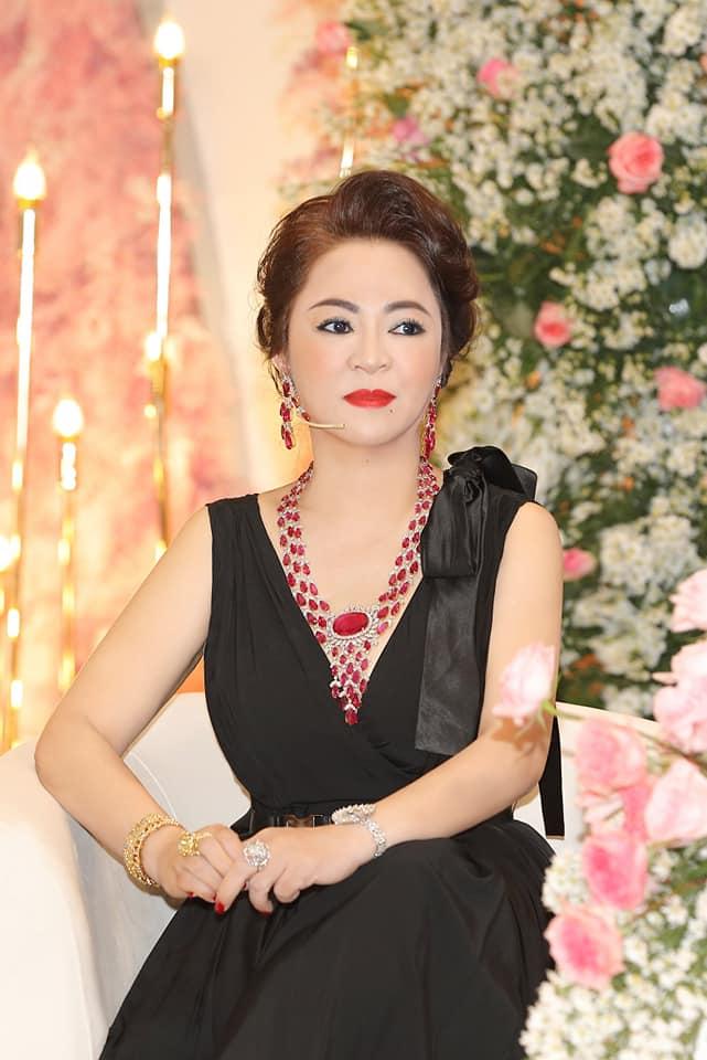 Nhan sắc nữ đại gia đáp trả Trang Trần em có chửi chị 1000 lần chị vẫn xinh đẹp, ở trong lòng công chúng-8