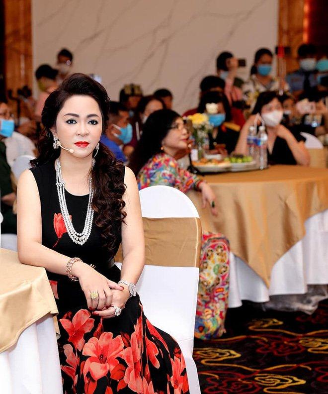 Nhan sắc nữ đại gia đáp trả Trang Trần em có chửi chị 1000 lần chị vẫn xinh đẹp, ở trong lòng công chúng-9