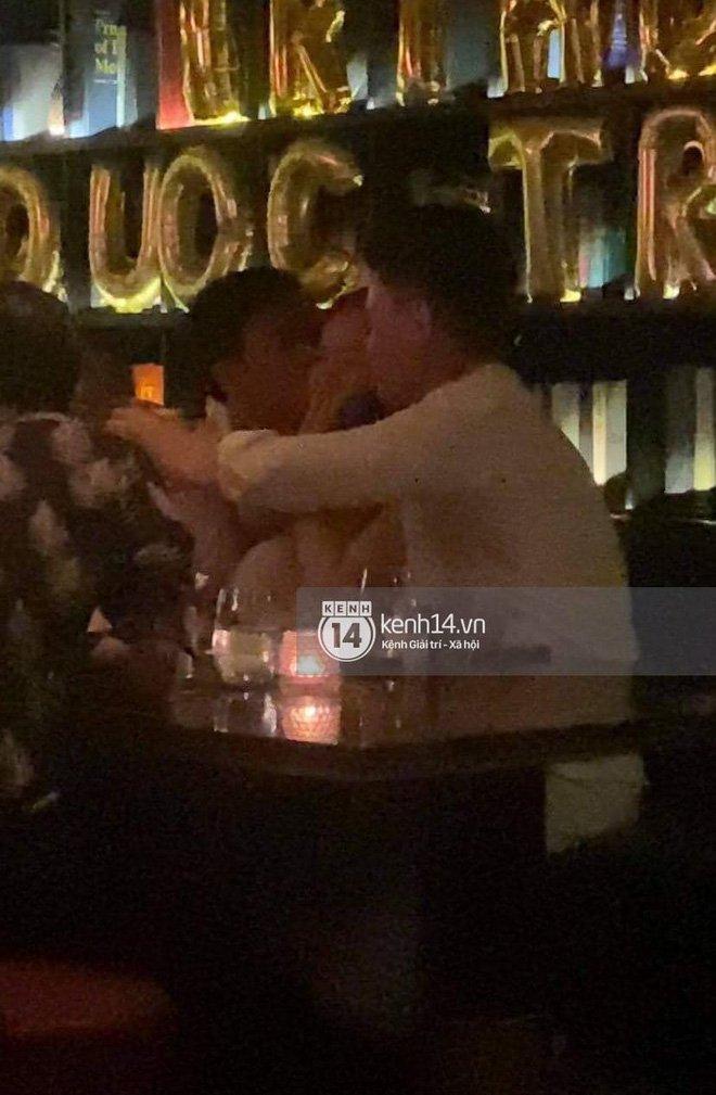 Bắt gặp Quốc Trường và Minh Hằng hẹn hò trong tiệc sinh nhật, ôm hôn công khai đến kéo nhau ra riêng 1 góc-5