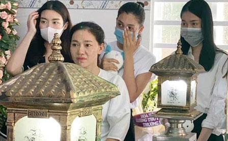 Đỗ Mỹ Linh, Tiểu Vy xót xa đến viếng bé gái 5 tuổi bị sát hại, hiếp dâm, Phương Anh tức giận gửi lời đến kẻ xấu