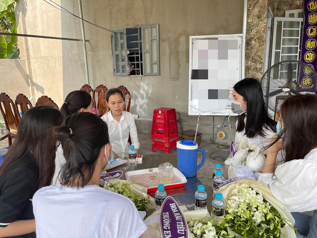 Đỗ Mỹ Linh, Tiểu Vy xót xa đến viếng bé gái 5 tuổi bị sát hại, hiếp dâm, Phương Anh tức giận gửi lời đến kẻ xấu-4