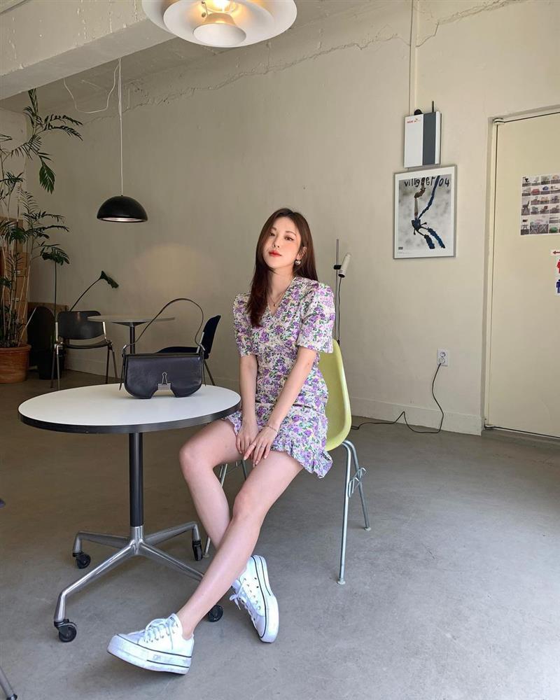 10 công thức diện váy hoa xinh mê tơi từ hội gái Hàn, phải lưu ngay để Hè này còn áp dụng-2