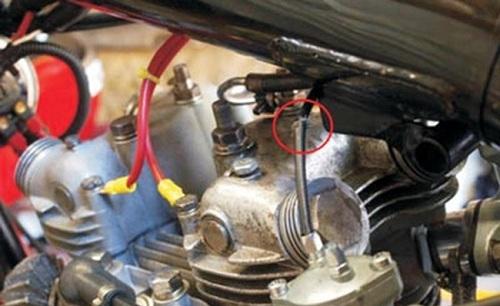 TP.HCM: Xe máy đang đi bỗng cháy dữ dội, chủ xe khóc nức nở-4