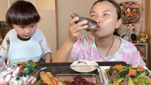 Quỳnh Trần JP công khai làm clip ăn bàn chân gấu, phụ huynh đồng loạt la ó vì nội dung độc hại cho trẻ em!