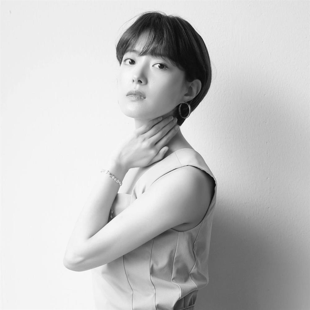 5 kiểu tóc ngắn đẹp mãn nhãn của sao Hàn sẽ khiến chị em muốn xén tóc ngay trước thềm mùa hè-11