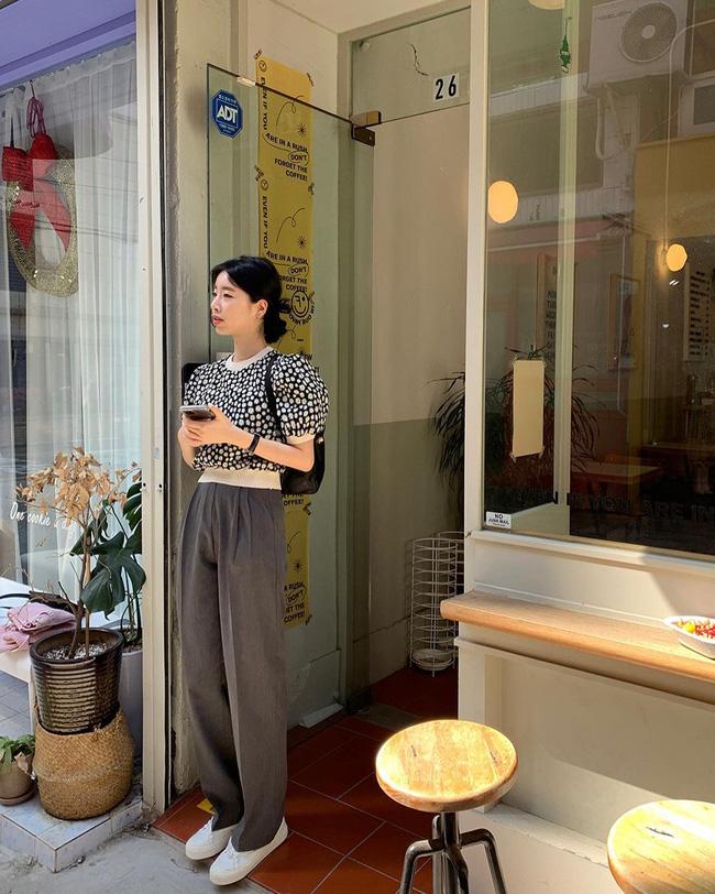 10 cách diện áo hoa cực xinh yêu từ gái Hàn, áp dụng theo thì style chỉ có chuẩn sang xịn-10