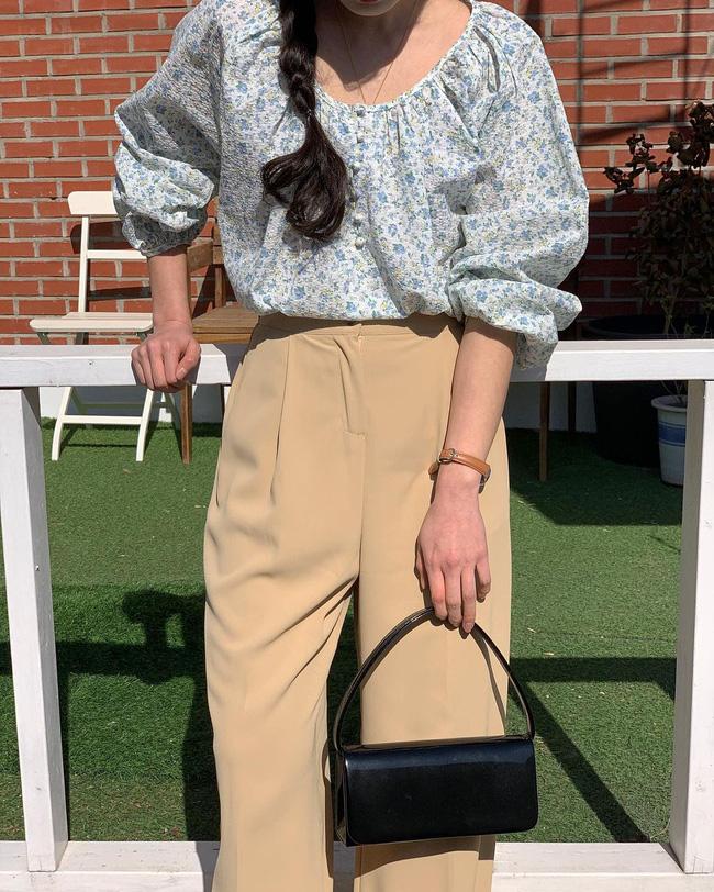 10 cách diện áo hoa cực xinh yêu từ gái Hàn, áp dụng theo thì style chỉ có chuẩn sang xịn-4