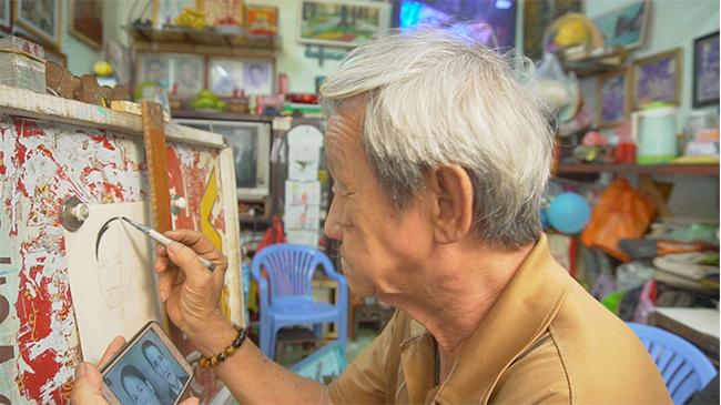 Gặp họa sĩ hơn 50 năm đam mê vẽ tranh truyền thần ở Tây Đô