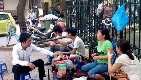 HỎA TỐC: Hà Nội yêu cầu tạm dừng quán ăn, uống đường phố, trà đá, cà phê vỉa hè